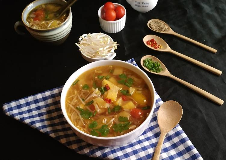 Pineapple and bean sprouts soup, What Are The Positives Of Eating Superfoods?