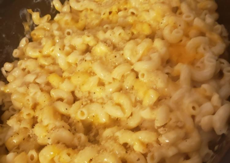 How to Elevate Your Mood with Food Crock pot mac & cheese