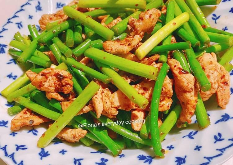Stir fried chicken with garlic shoots 川味蒜苔炒肉