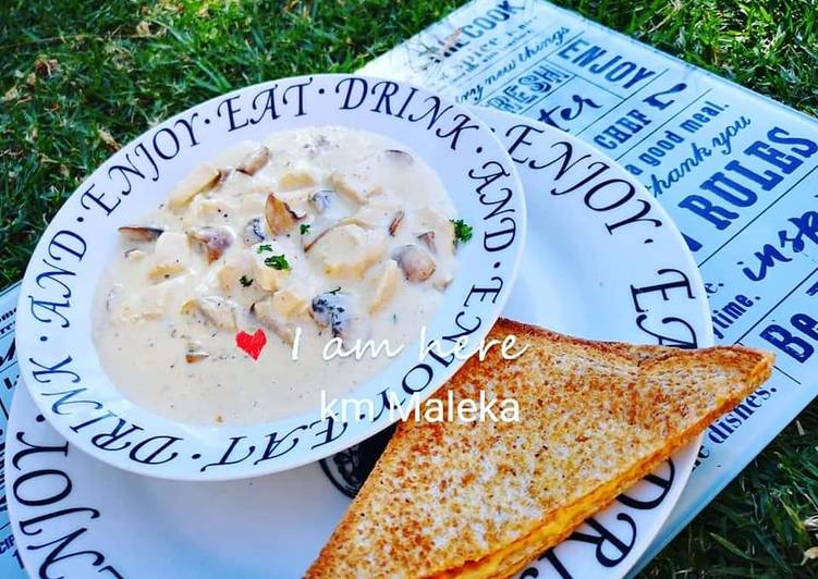 Recipe of Favorite Creamy chicken mushrooms soup