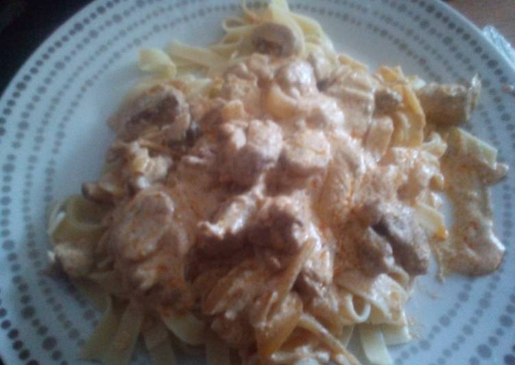 How to Prepare Quick Easy Pork 'Stroganoff' with Tagliatelle