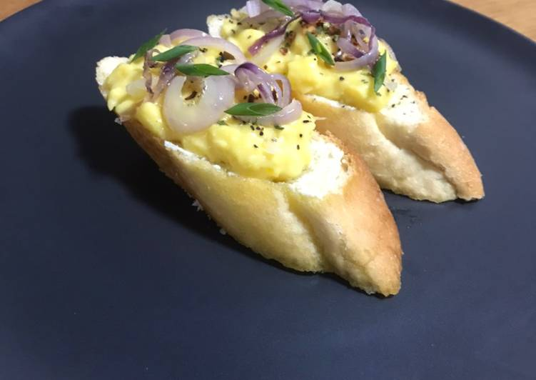 Recipe: Appetizing Egg Bruschetta With Cream Cheese And Saute Red Onions