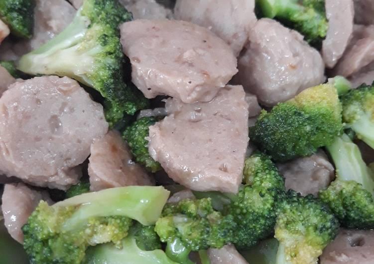 Tumis Brokoli Bakso Simple Sehat