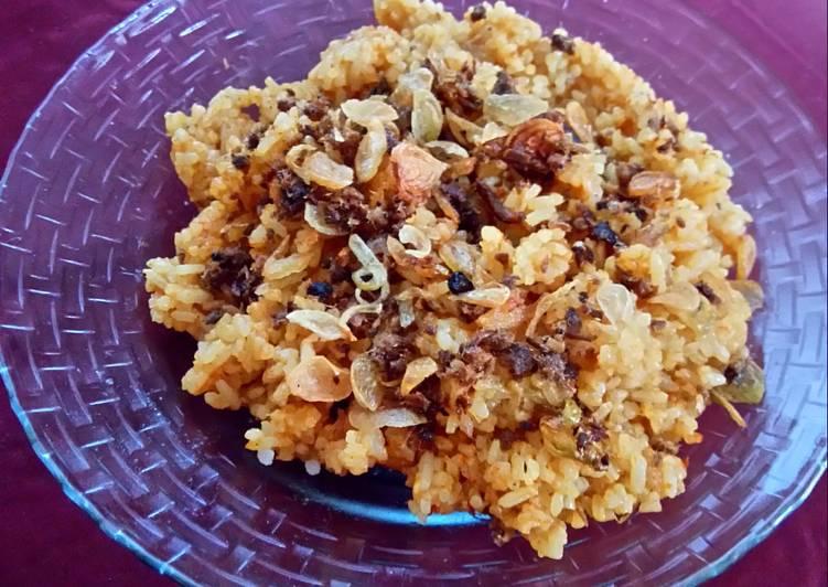 Nasi goreng ikan peda bumbu rendang