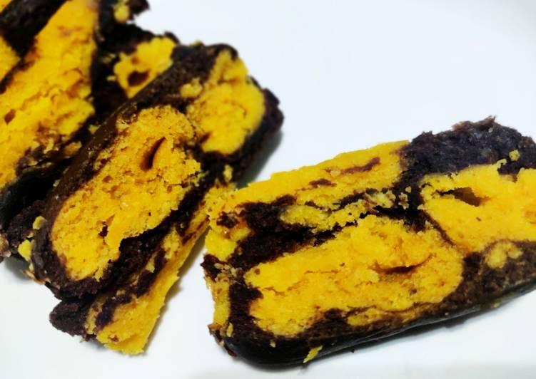 Mango-chocolate marble cake
