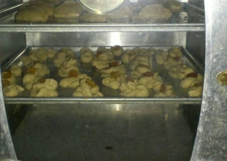 Kue Kering Sagu dari Tepung SAGU eceran campur kacang almond and keju edam