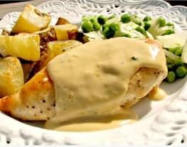 Pechuga de pollo con salsa de mostaza de dijon y estragón