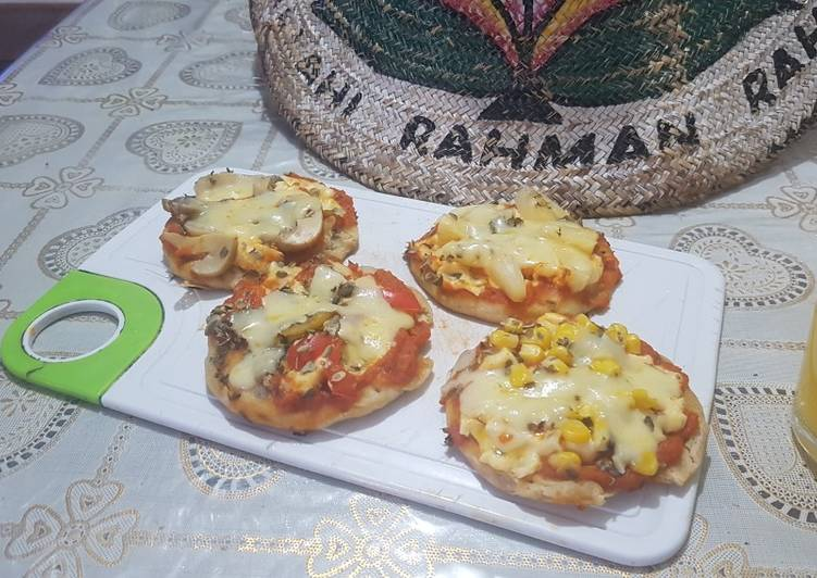 Mini pan pizzas
