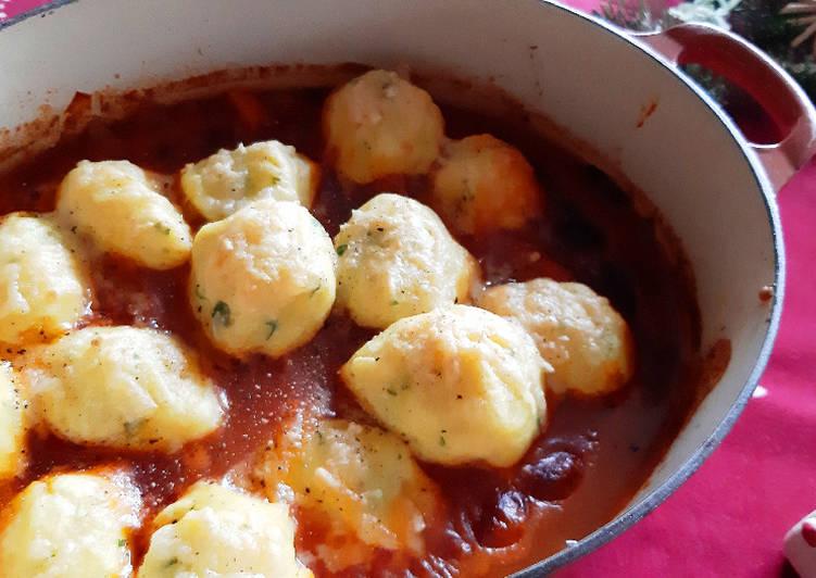 Recipe: Tasty Kartoffel-Käse-Klössen & Goulasch