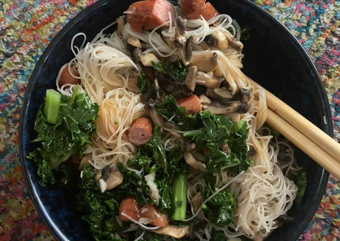 Kale & Sausages - Salad Bowl (Gluten & Diary Free) (Healthy & Easy)
