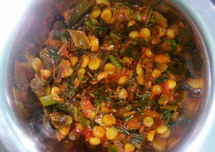 Pyaz ki patti aur chana dal sabzi (Bengal gram and spring onions dish)