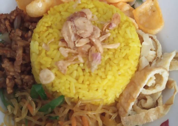 24. Nasi Kuning