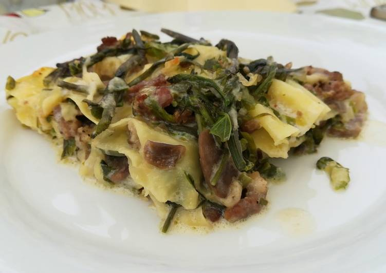 Lasagna salsiccia, funghi e asparagi selvatici