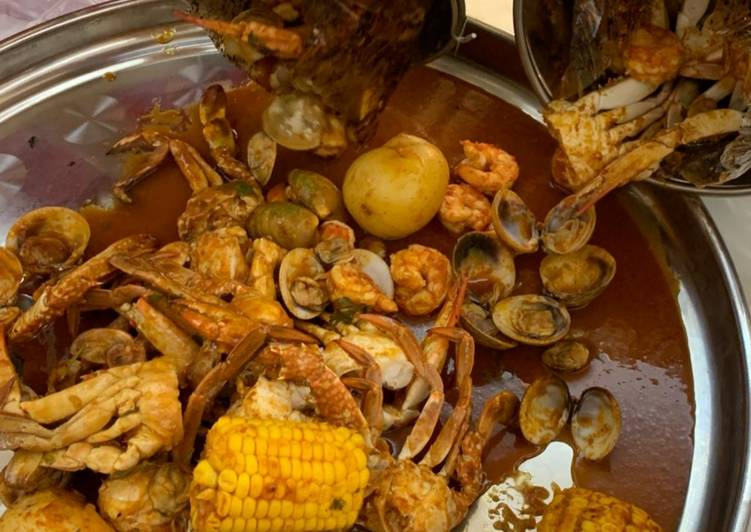 Seafood boil w/red n hot sauce