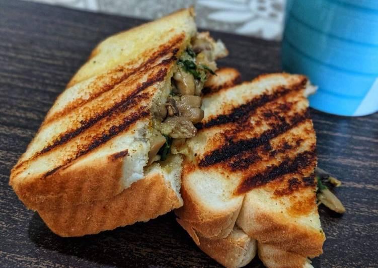 Mushroom spinach sandwich