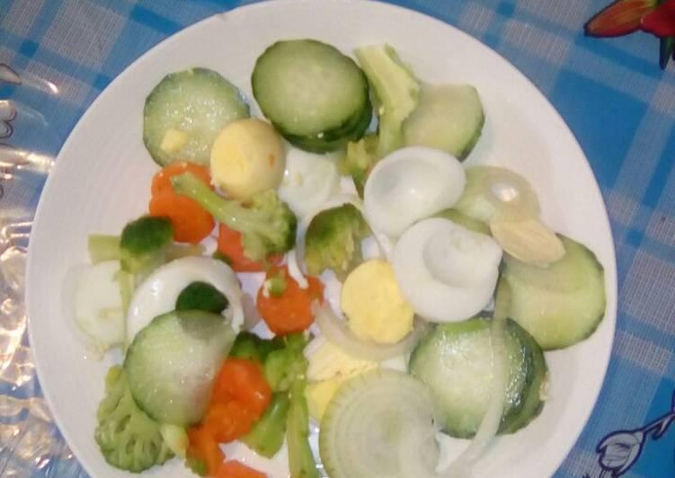 Recipe of Super Quick Homemade Broccoli and eggs salad