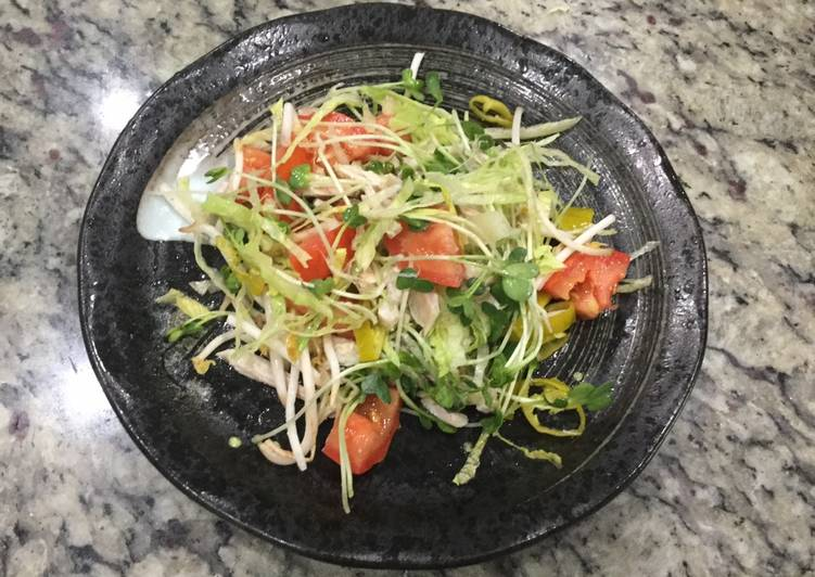 Eat These 14 Superfoods to Go Green for Optimal Health Chicken salad 雞沙拉