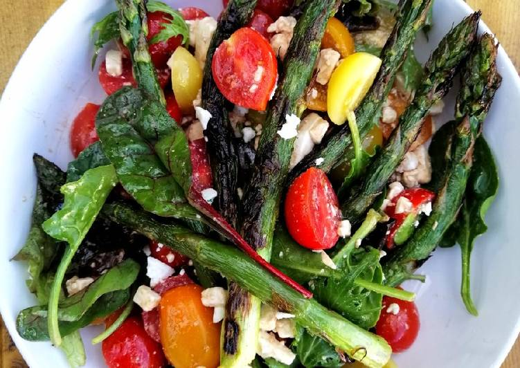 Foods That Can Make You Happy Grilled asparagus, tomato and feta salad