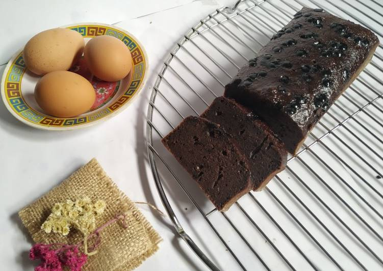 Chocolate Banana Cake With Chocochips Topping (Cuma aduk aduk)