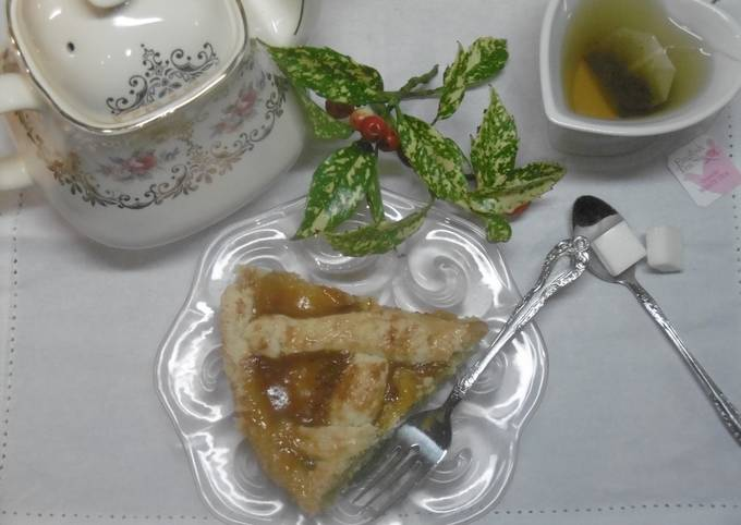 Greek Apricot Jam Tart (Pasta Flora)