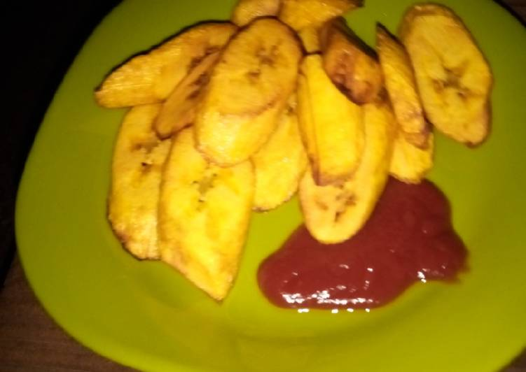 Fried plantain nd ketchup