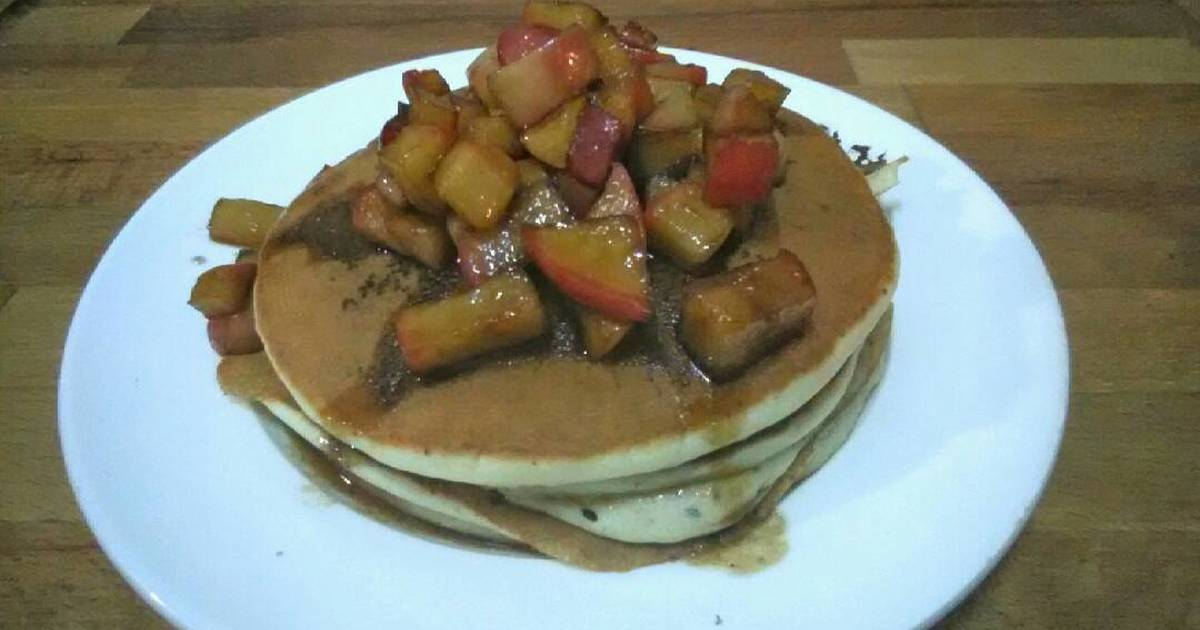 Pancakes with Homemade Cinnamon-Apple