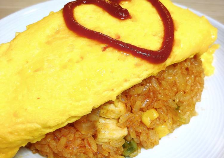 Chicken rice with omelette