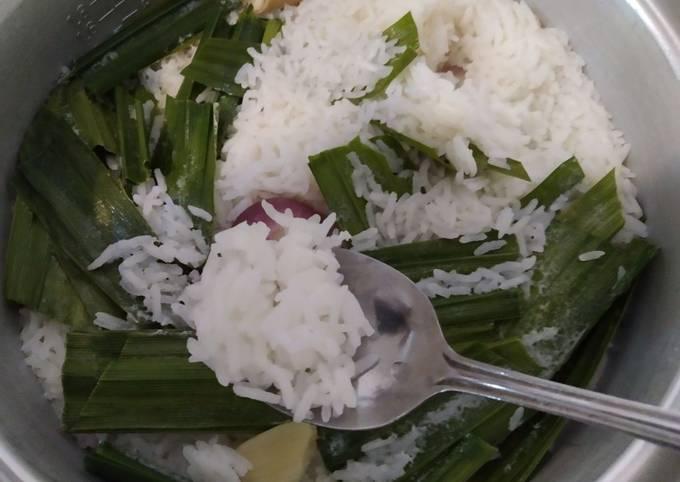 Nasi Lemak (santan tak melekat pada daun pandan)
