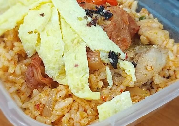 Nasi goreng ayam kimchi