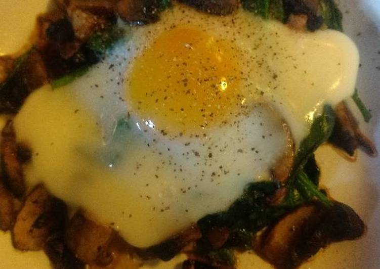 Baked Egg on Spinach and Shrooms, Heart Friendly Foods You Must Eat