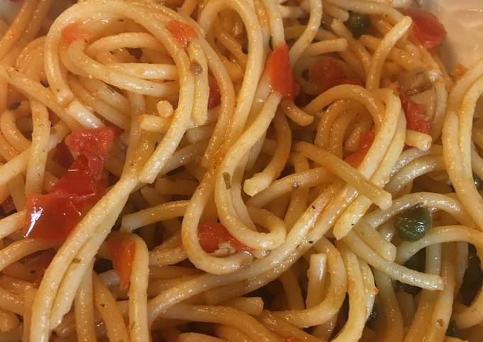 Spaghetti with Capers, Mushrooms & Tomatoes