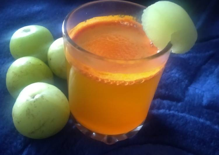 Amla& turmeric golden morning detox drink