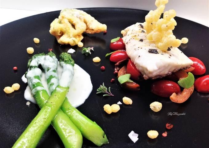 Dentice con fiori di zucca fritti e asparagi con crema di gorgonzola