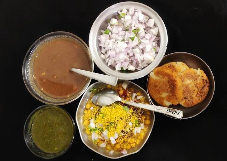 10 Minute Recipe of Super Quick Homemade Aloo Tikki Chaat With Tamarind Chutney (Street Food)