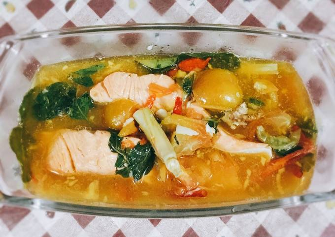 Resep Sup Salmon Kuah Asam Pedas Oleh Annisa Dina Ayuningtyas Cookpad
