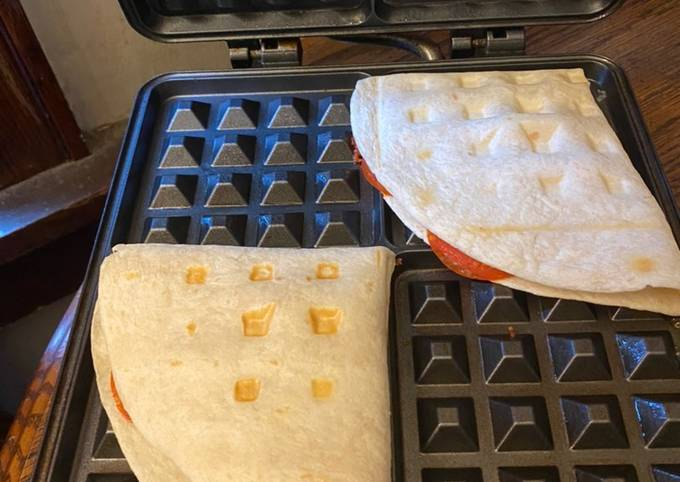Hawaiian pizza waffle / pizza flip