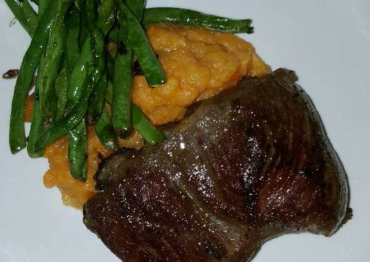 Rib Eye Steak with Potato-Carrot Mash