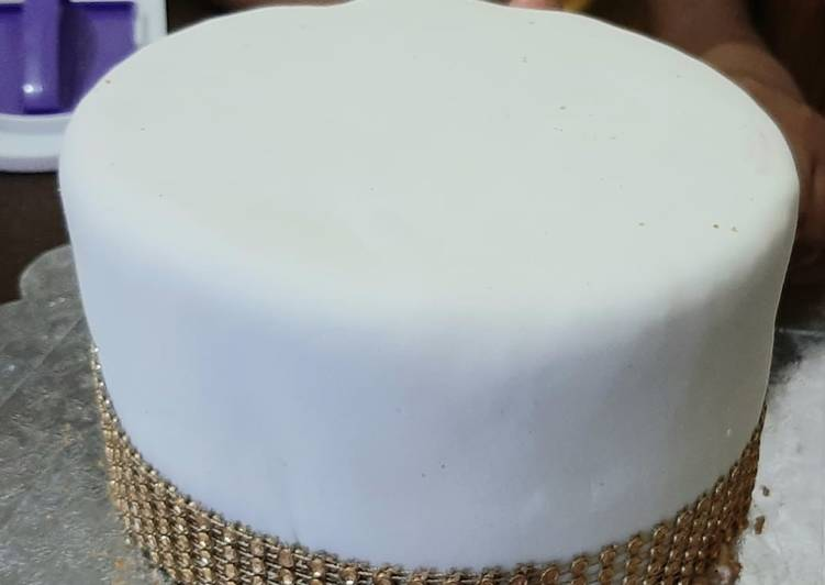 Step-by-Step Guide to Prepare Homemade Vanilla cake with fondant