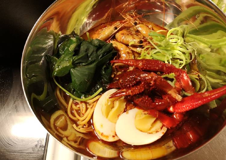 Spicy shrimp broth Ramen