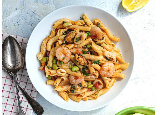 Pasta marinera (seafood pasta)