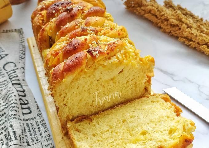 Cheese Meat Floss Bread (Roti Abon Keju)