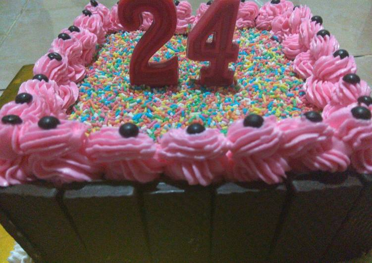 Resep: Berselera Birthday Cake Simple