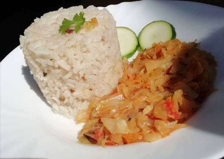 Fried cabbage with fried rice