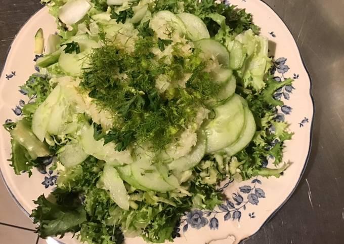 Salade composée «verte &blanche» frisée courgette concombre fenouil