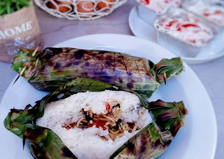 Cara Gampang Menyiapkan Nasi Bakar Teri Simple yang Lezat
