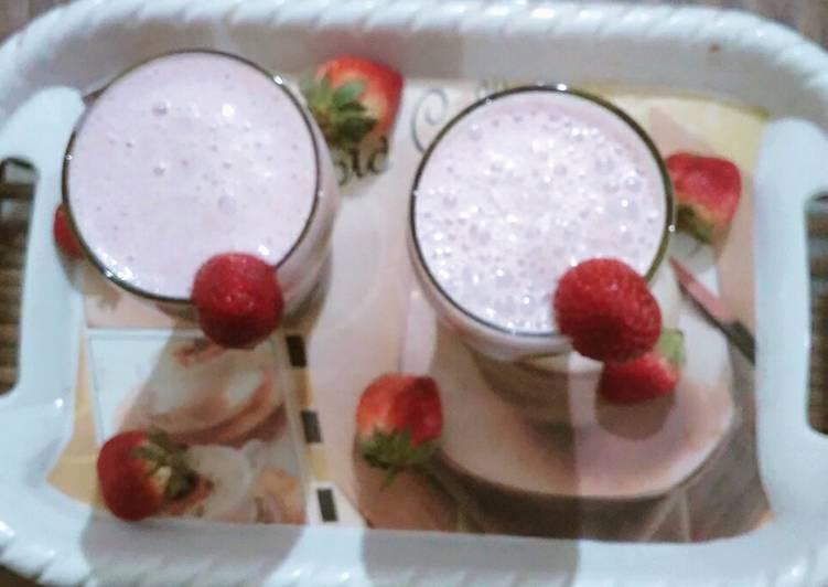 Strawberry milkshake with vanilla ice cream