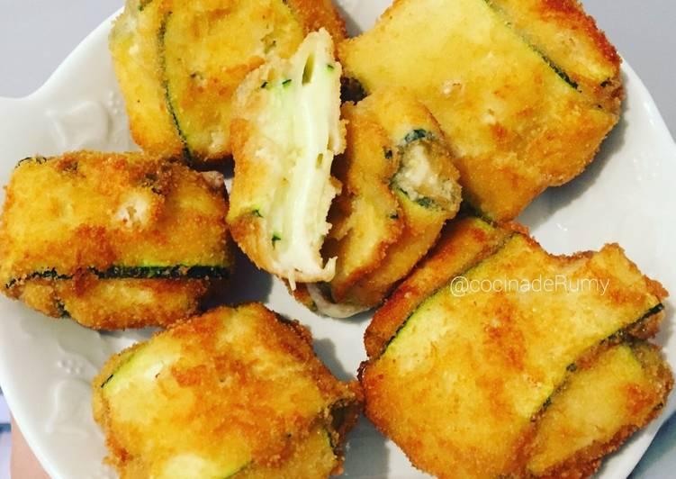 Mozzarella envuelto en lonchas de calabacín