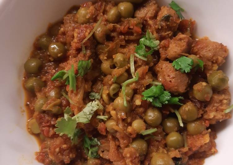 How to Prepare Any-night-of-the-week Nutrela with Green Peas