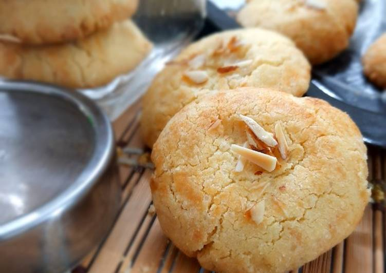 How to Make Speedy Almond Cookies