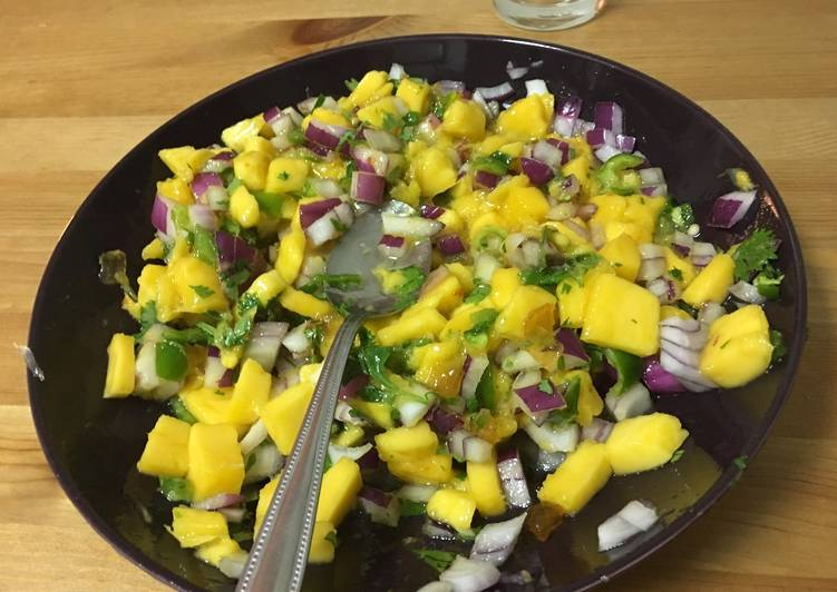 Fresh mango salsa salad